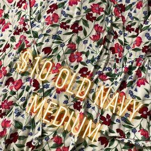 Quarter sleeve vneck flower blouse